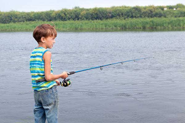 видео рыбалка на спиннинг дети