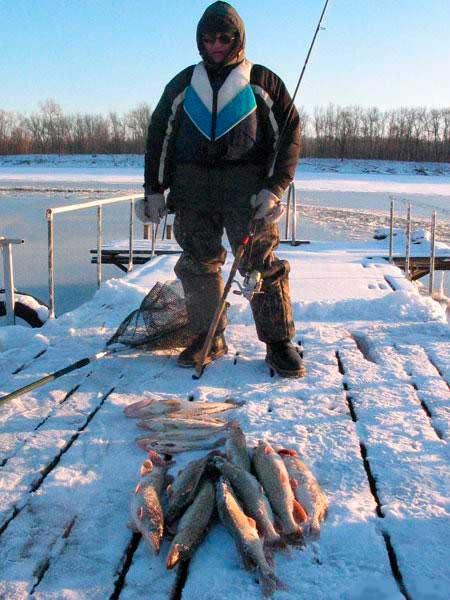 Фото: зимний спиннинг на реке